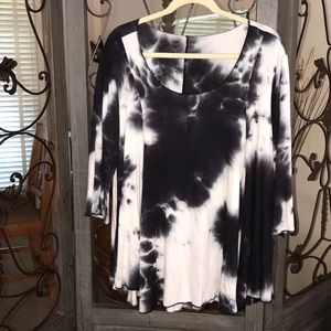 Tops - Plus size 2x tie dye black and white 3/4 sleeve